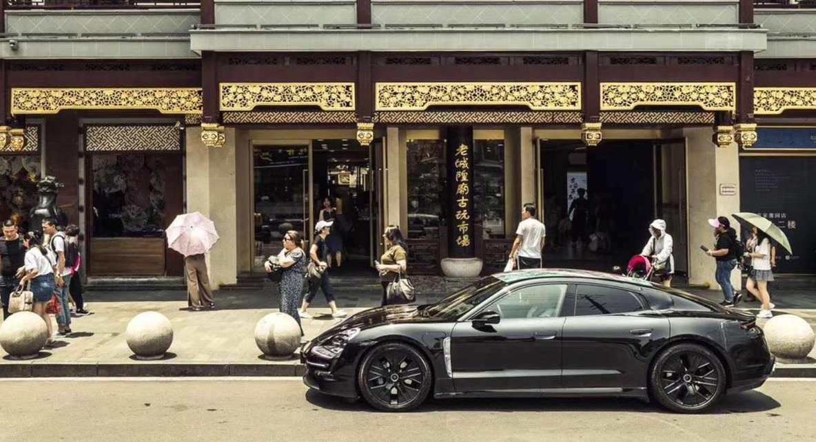 Porsche Taycan Elektroauto_1