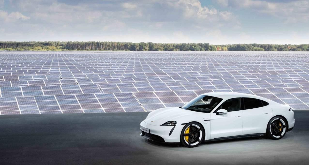 Porsche Taycan Elektroauto 2019_1