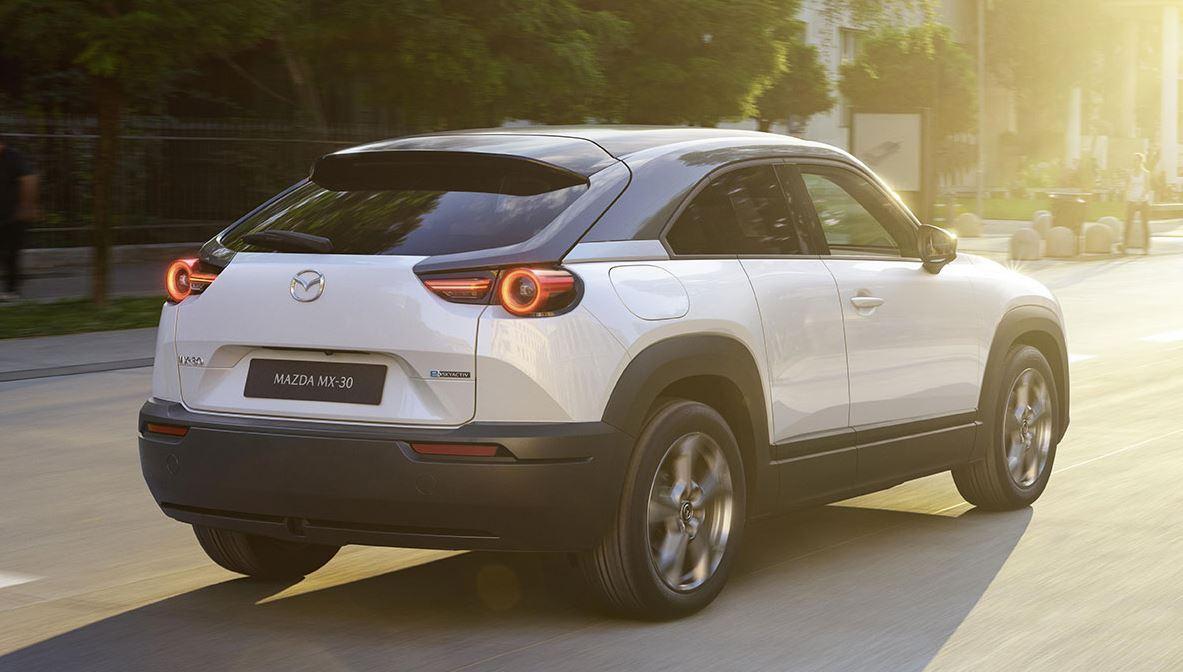 Mazda MX-30 fährt als erstes E-Auto der Marke Mitte 2020 vor