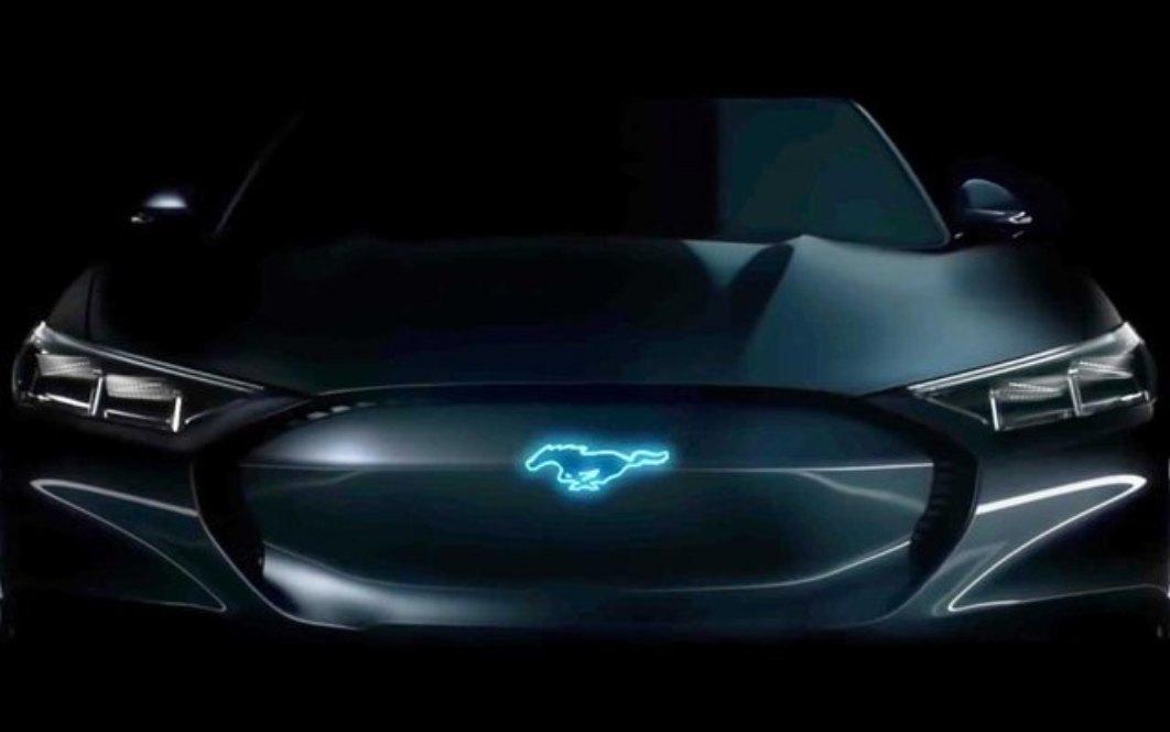 Ford enthüllt an den Mustang angelehntes E-SUV am 17. November