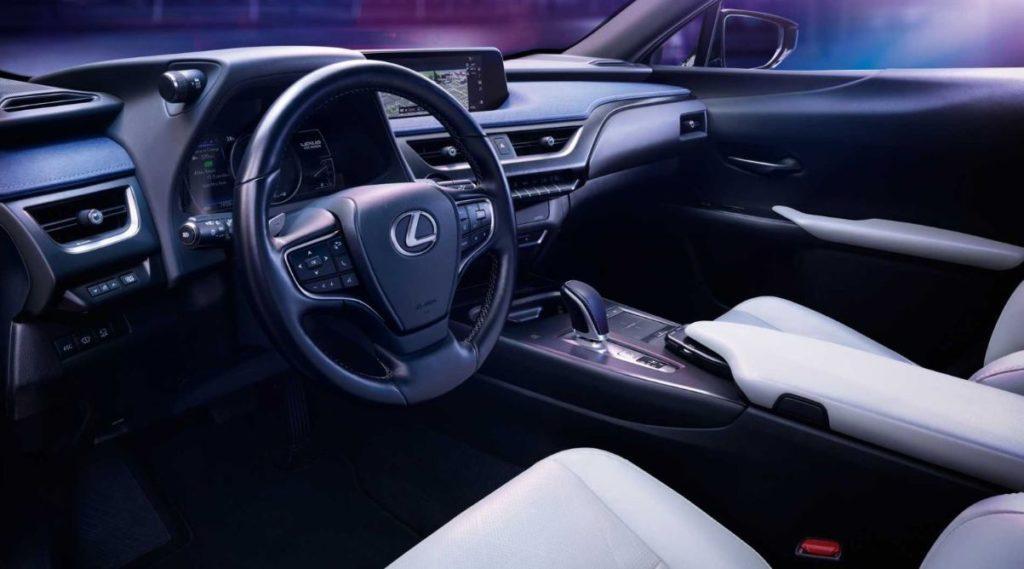 Lexus UX 300e Elektroauto Blick aufs Cockpit
