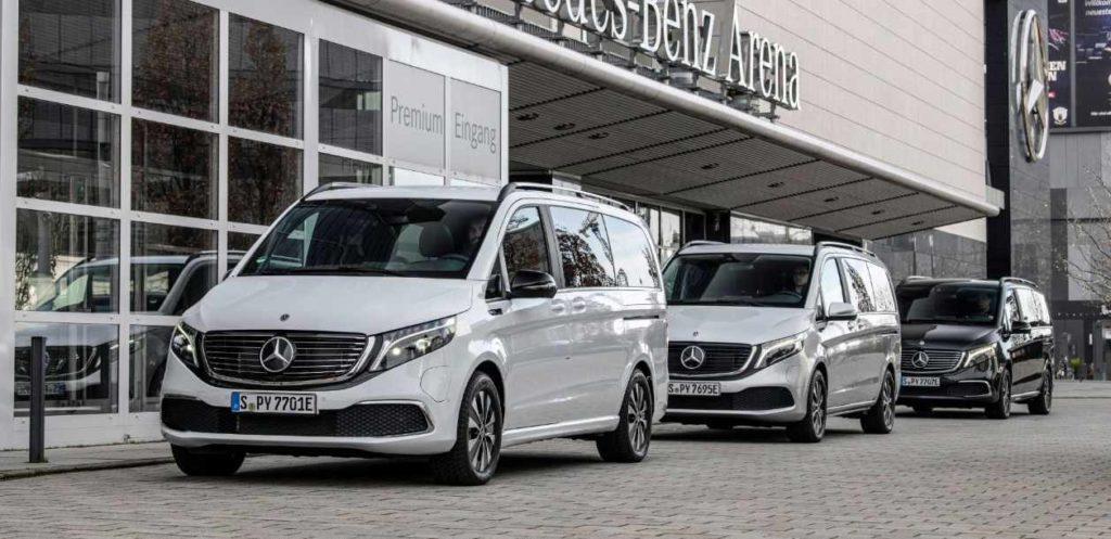 Mercedes EQV drei Elektro-Transporter parken hintereinander