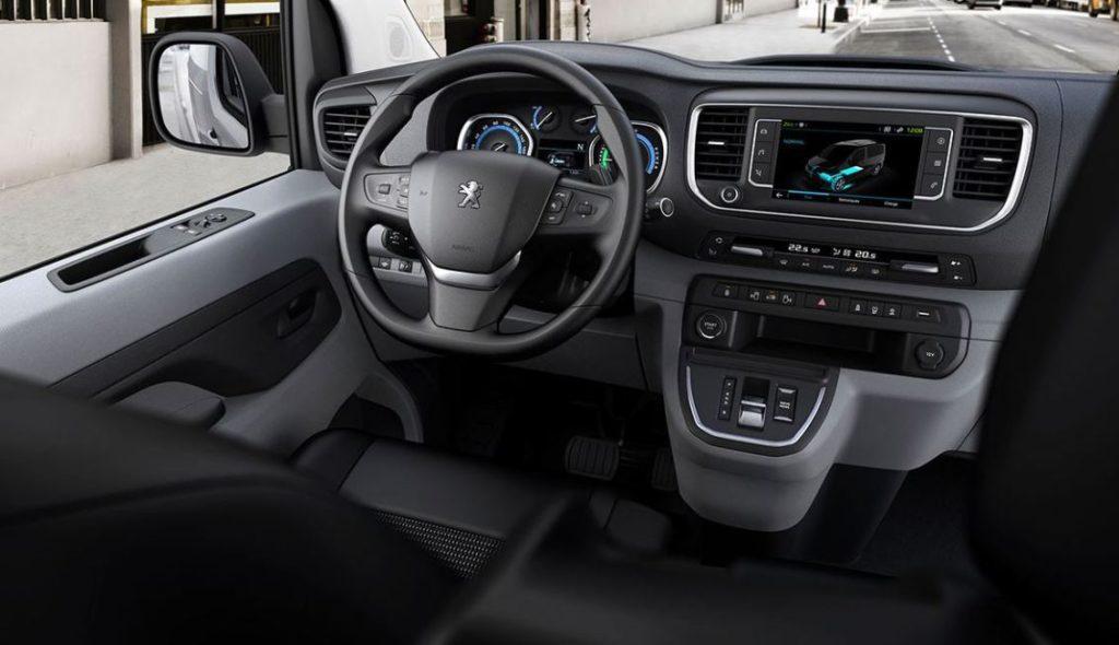 Peugeot e-Expert Elektroauto Blick auf das Cockpit