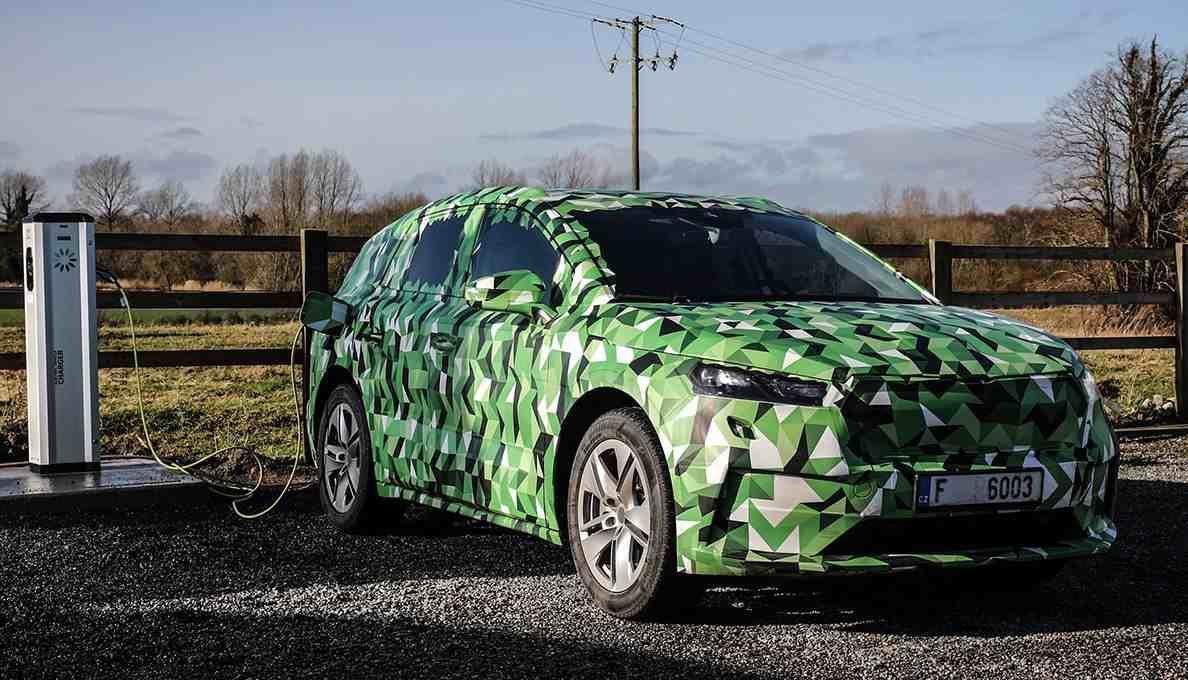 Elektro-SUV Skoda Enyaq iV wirft seine Schatten voraus