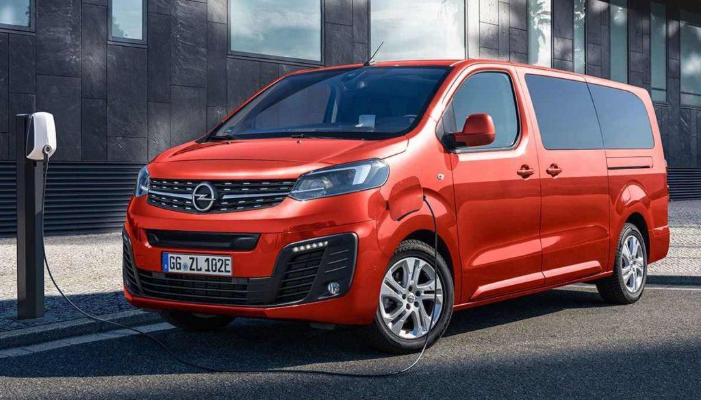 Opel Zafira-e Life steht an der Ladesäule