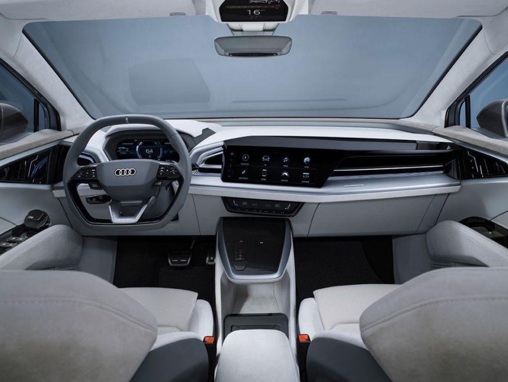 blick auf das cockpit des audi q4 sportback e-tron