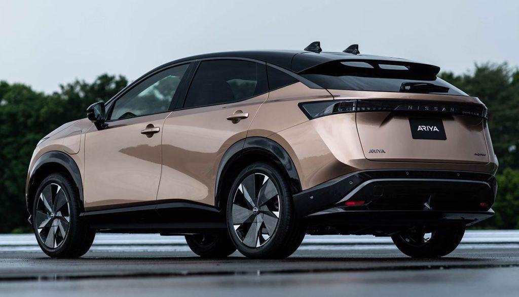 Nissan Ariya Ansicht des Elektroautos von hinten links
