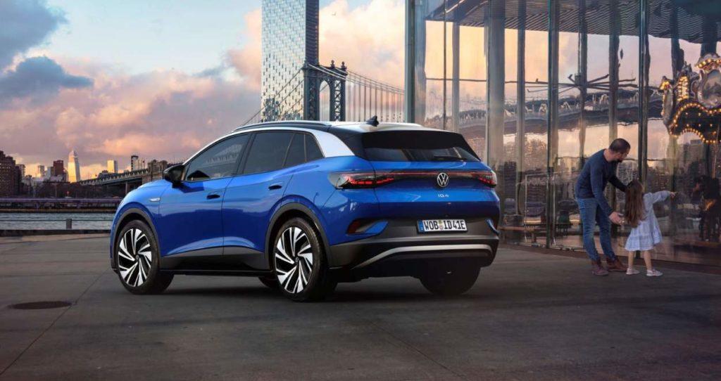 VW ID.4 Ansicht von hinten vor der Kulisse einer Stadt