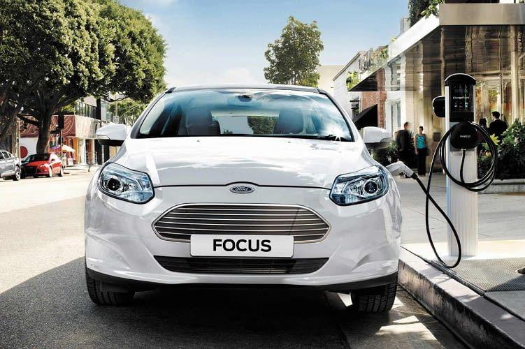Ford Focus Electric Frontansicht mit Ladeanschluss