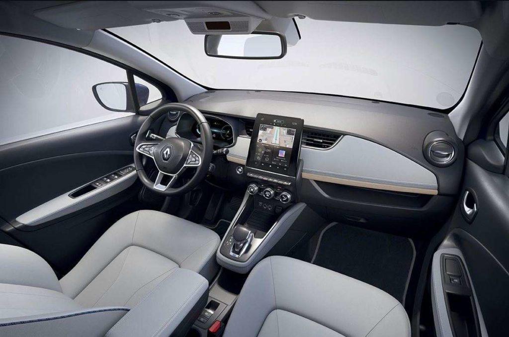 Blick von der Rückbank auf das Cockpit des Renault Zoe Riviera