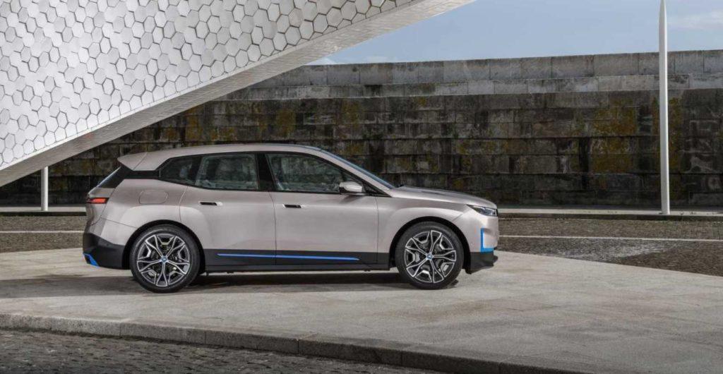 Seitenansicht BMW iX