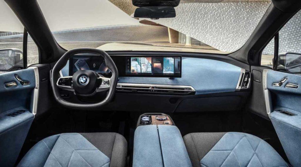 Blick auf das Cockpit des BMW iX