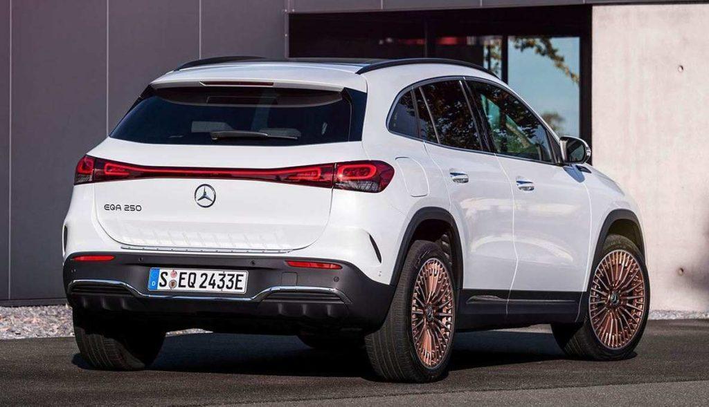 Mercedes EQA Rückansicht Elektro-SUV weiß