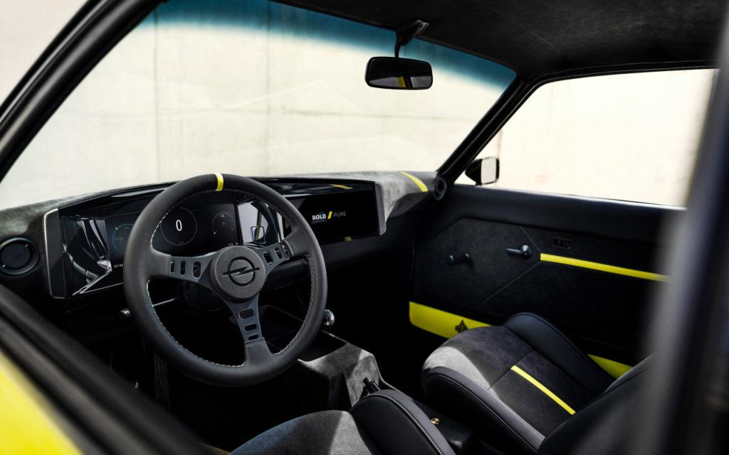 Innenraum des Opel Manta E