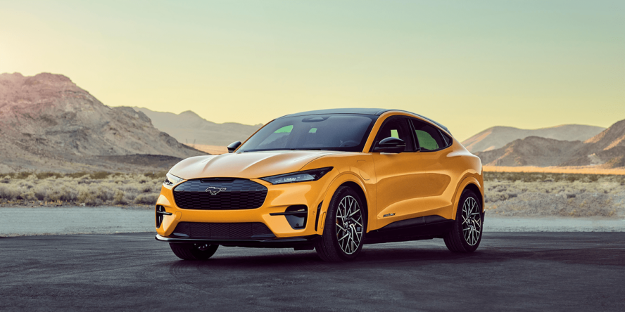 Crossover-SUV Ford Mustang Mach-E GT in Orange