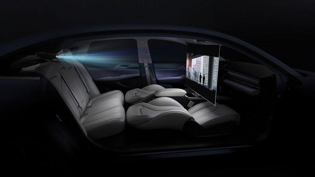 Kinofunktion im Innenraum des Elektroautos Xpeng P5