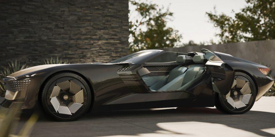 Seitenansicht des Elektroautos Audi Skysphere Concept mit geöffneten Selbstmörder-Türen, die nach hinten aufgehen