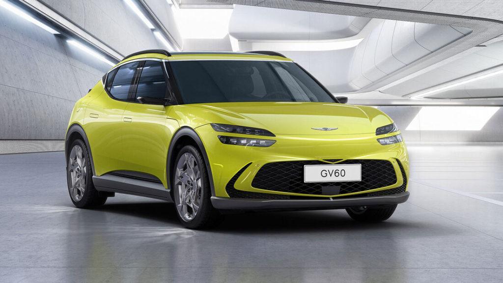 Erste offizielle Bilder des koreanischen Elektroautos Genesis GV60 in der Farbe gelb in einer Halle