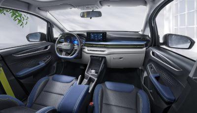 Cockpit des chinesischen Elektroautos Geometry EX3 in blau und schwarz